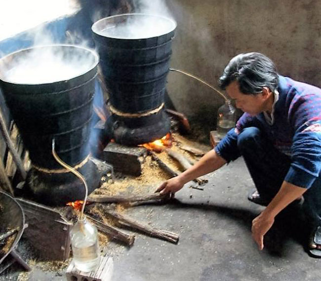 nồi nấu rượu bằng củi truyền thống